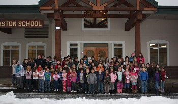 Children in front of the school in the winter